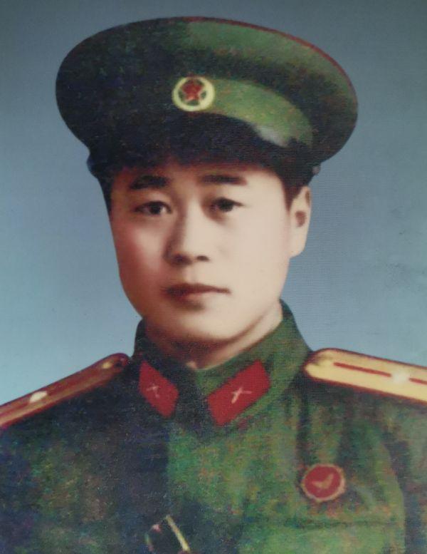 徐良龙老人年轻时参加照片