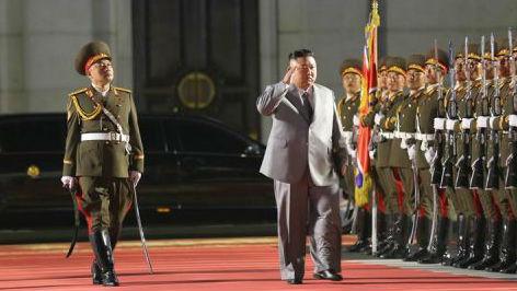 外媒:金正恩凌晨阅兵庆祝建党节 展示新型洲际弹道导弹