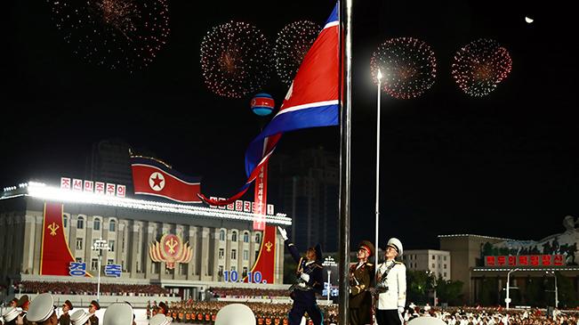 朝鲜举行阅兵式庆祝劳动党建党75周年