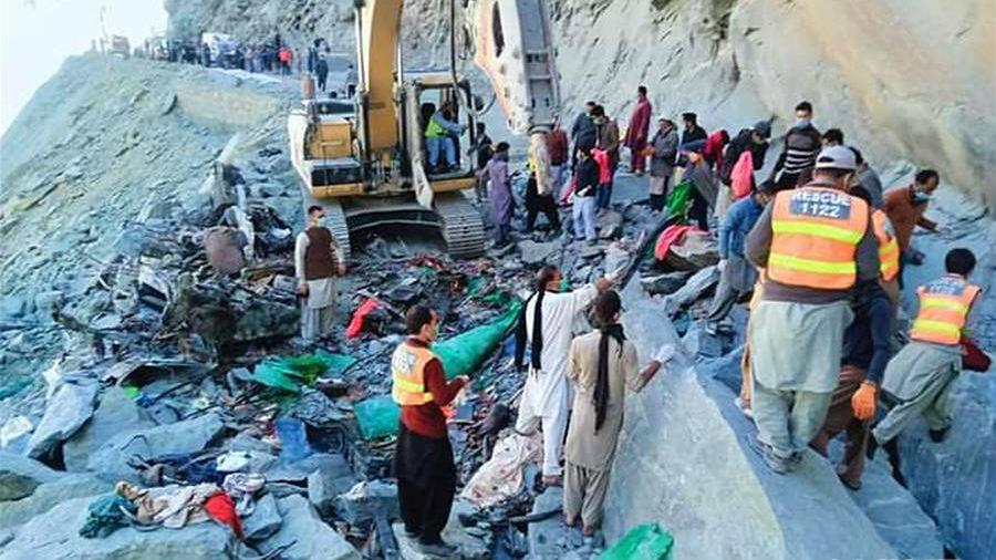 巴基斯坦山體滑坡致一客車被埋 16人遇難