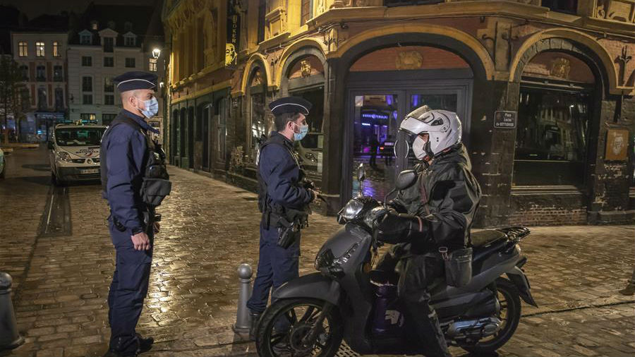 法國在部分地區實施宵禁