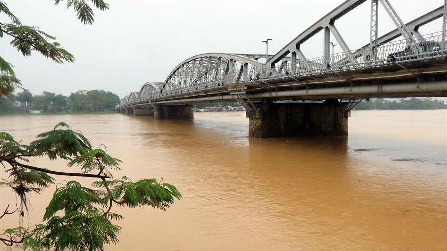 越南中部等地暴雨災害已致105人死亡