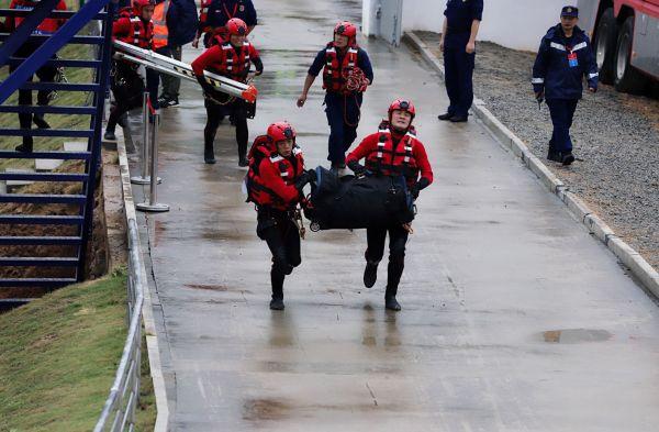图为指战员正在进行河中沙洲救援。 福建省森林消防总队供图