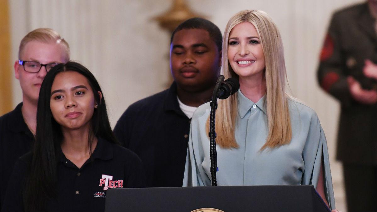 外媒:特朗普女儿女婿威胁就时报广场广告牌提起诉讼