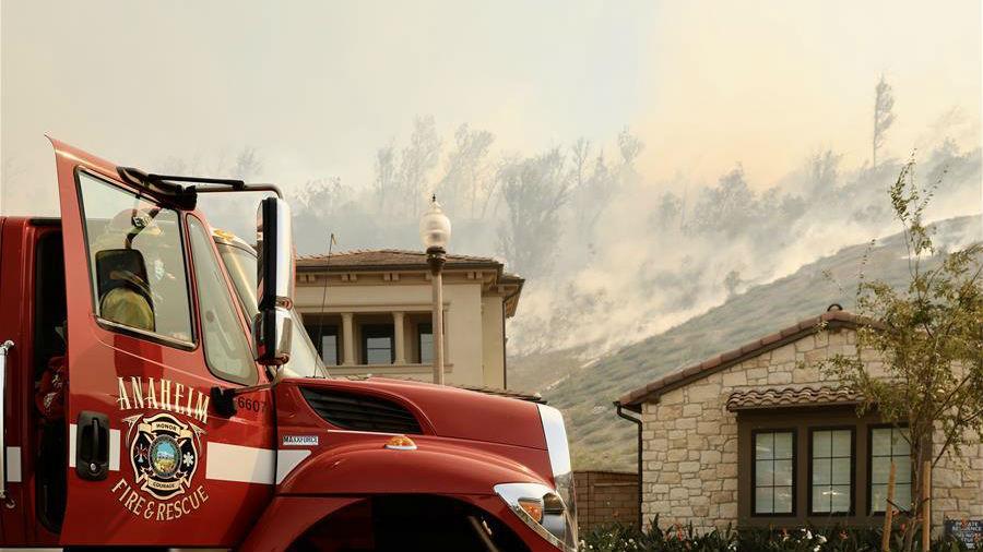 美國加州南部野火導致數萬居民被迫撤離