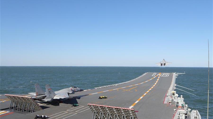 首批从高中招收的舰载战斗机飞行员成功完成航母资质认证