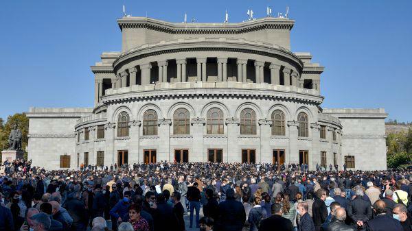 """亚美尼亚反对派要求总理下台 批纳卡停火协议""""叛国"""""""