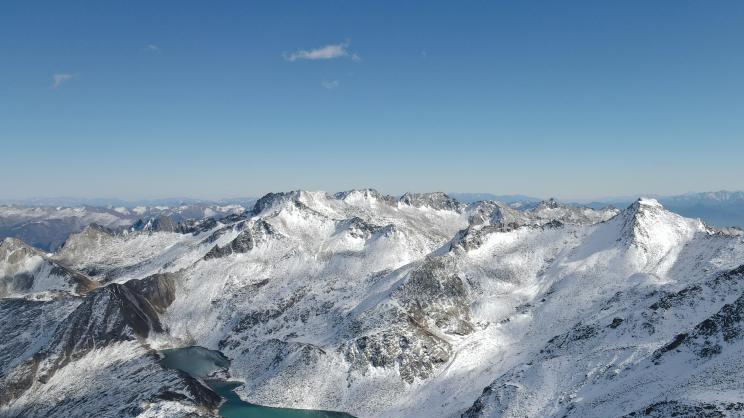 雄奇壮丽的达古冰川