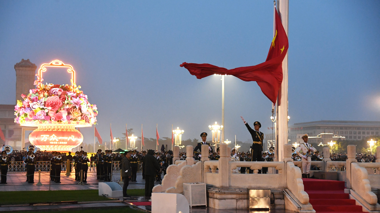 护卫国旗 重于生命——中国人民解放军仪仗大队国旗护卫队执行国旗升降任务记事