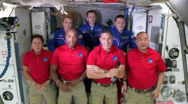 龙飞船宇航员视频连线