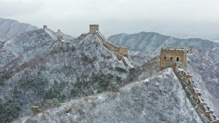 雪落金山岭长城