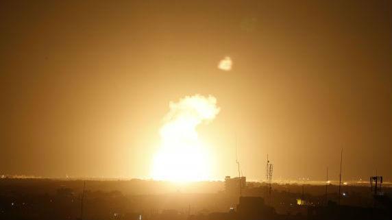 外媒:以色列空袭加沙 报复火箭弹袭击