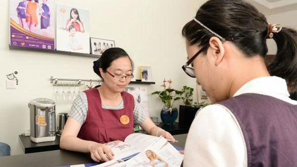 港媒关注:中国职场妈妈亟需更多支持