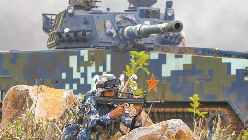 海军陆战队步坦协同演练立体进攻