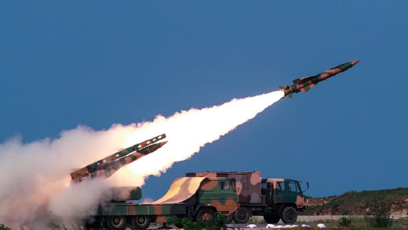 南部战区空军防空部队练实弹打靶