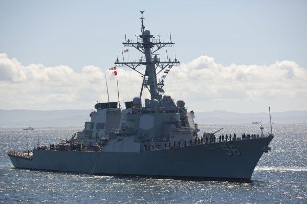 在俄方称可能使用撞击手段后 美军舰立即逃离俄领海……