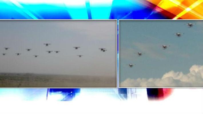 """印空军展示""""无人机蜂群""""飞行能力 或用于摧毁敌方防空系统"""