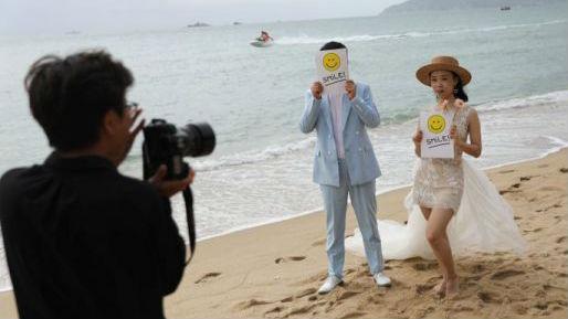 """外媒看中国游客涌向海南:除了旖旎的风光,这里还有一种""""常态感"""""""