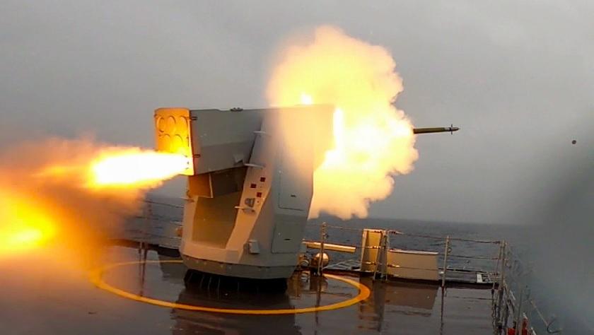 """导弹""""出鞘""""!看北部战区海军护卫舰实弹打靶"""