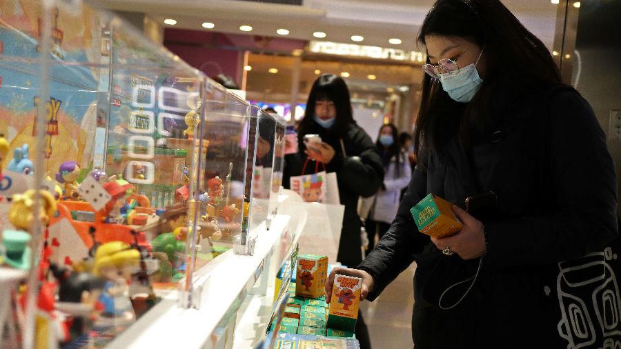 """""""中国是截然不同的一极"""" 美媒:国际投资巨头加码押注中国"""