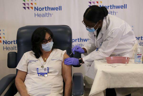 美国医护接种疫苗
