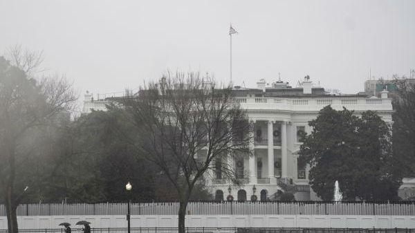 """美学者:美国须限制""""跛脚鸭""""总统权力"""