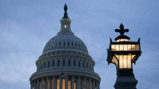 外媒:数名美国州议员参与、围观了冲击国会大厦的暴乱