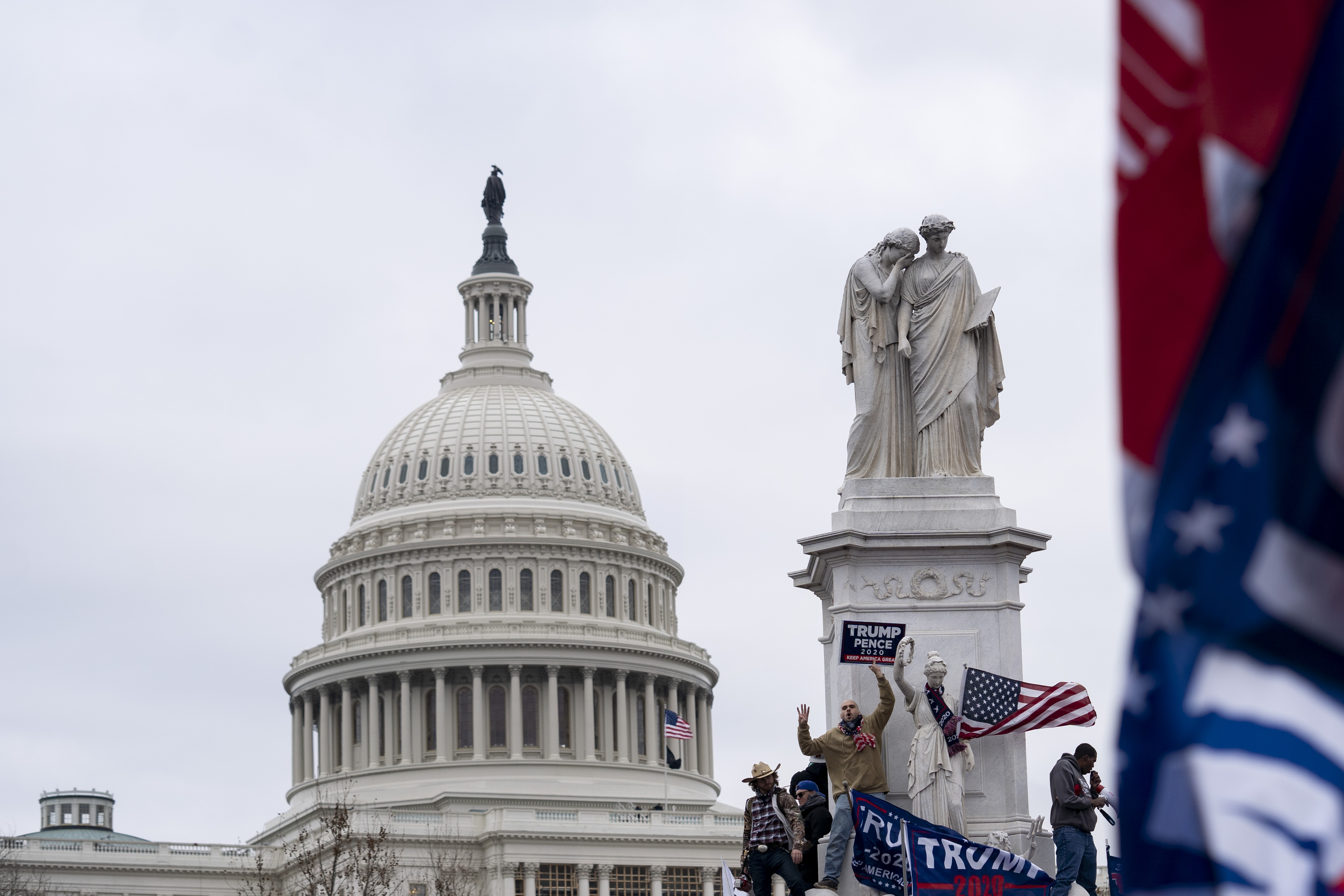 世界大报社论聚焦美国会山骚乱