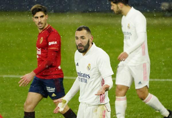 1月9日,皇家马德里队球员本泽马(中)在比赛中。新华社 路透社