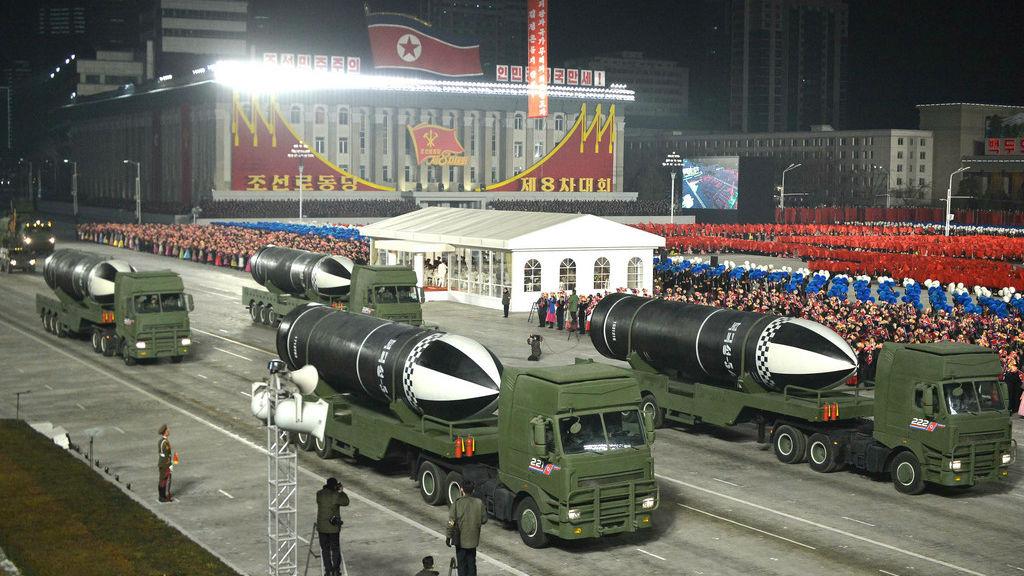 外媒:朝鲜阅兵式亮出最新型潜射导弹