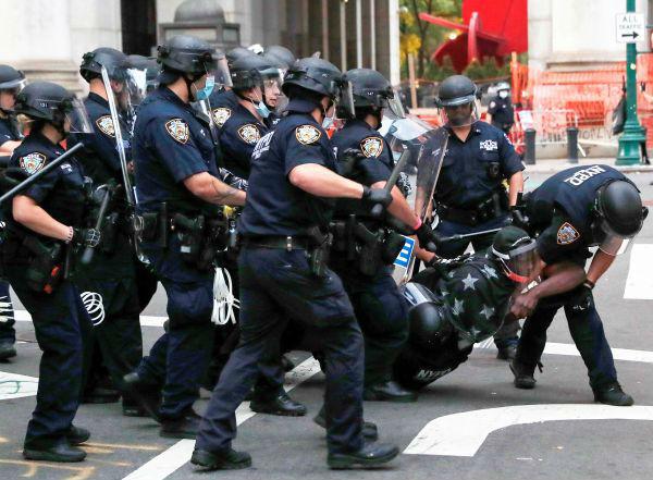 紐約警察抓人