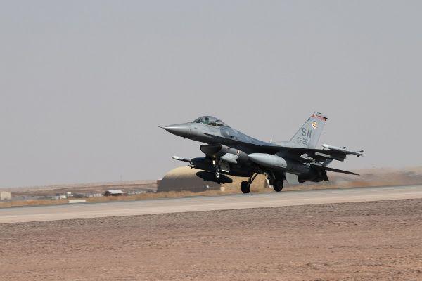 美军 F-16C 沙特