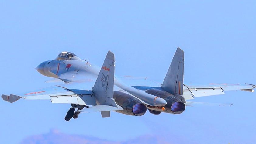 """""""飞鲨""""凌云出击!看海航歼-15如何训练"""