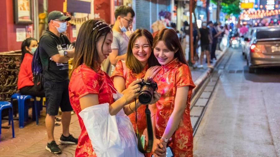 曼谷:唐人街上年味儿浓