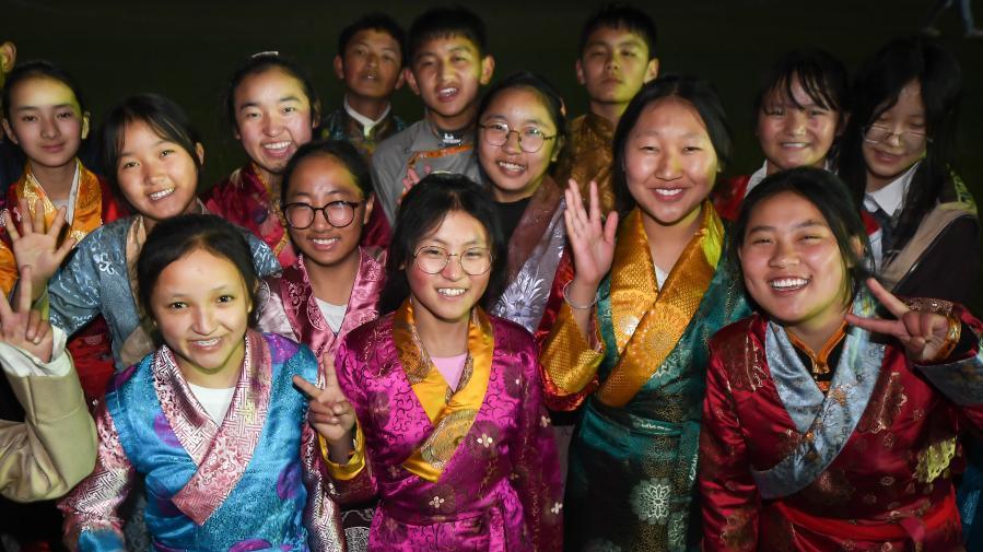 武汉藏族学生用青春热舞欢度藏历新年