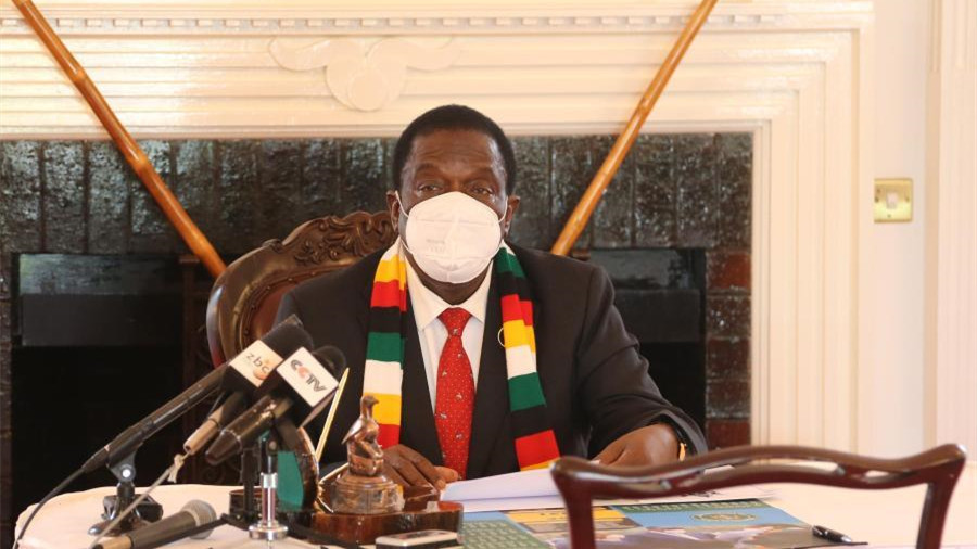 津巴布韦总统举行仪式接收中国援助的新冠疫苗