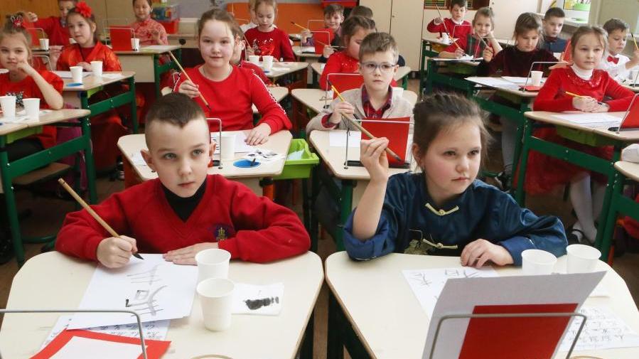 乌克兰:校园洋溢中国年味