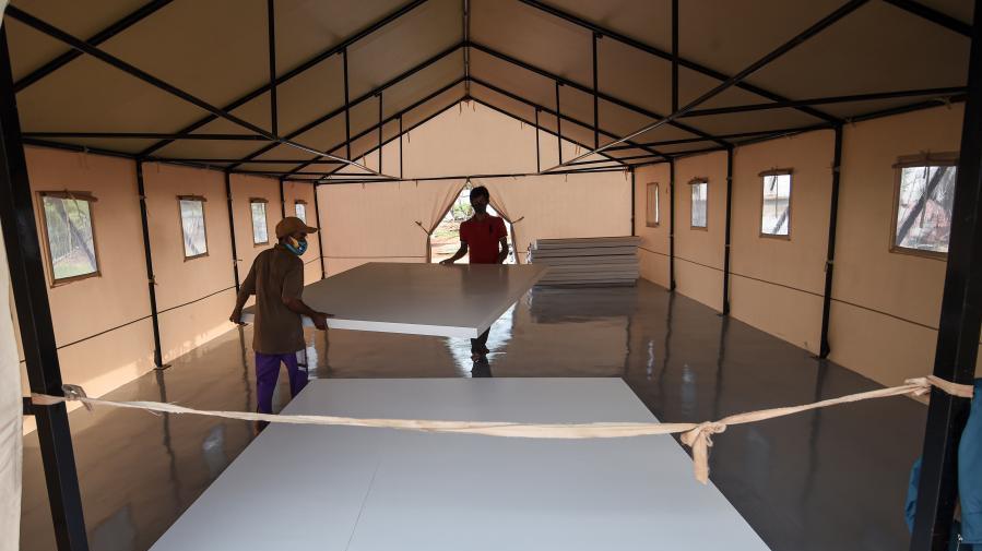印尼:建造新冠临时隔离病房