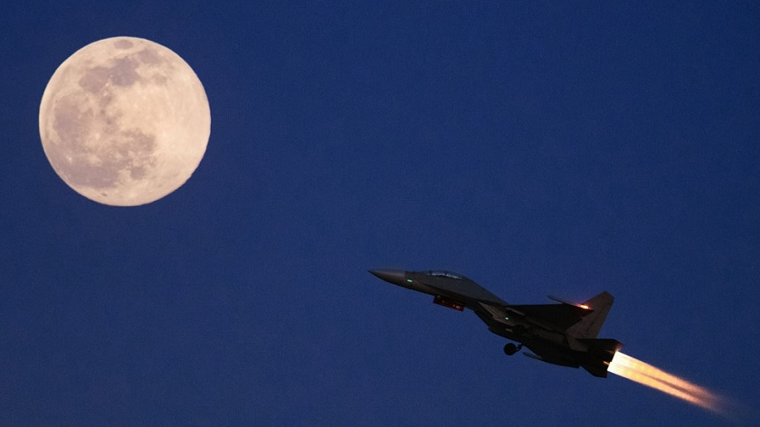 战鹰奔月!看北部战区空军某团练夜间空战
