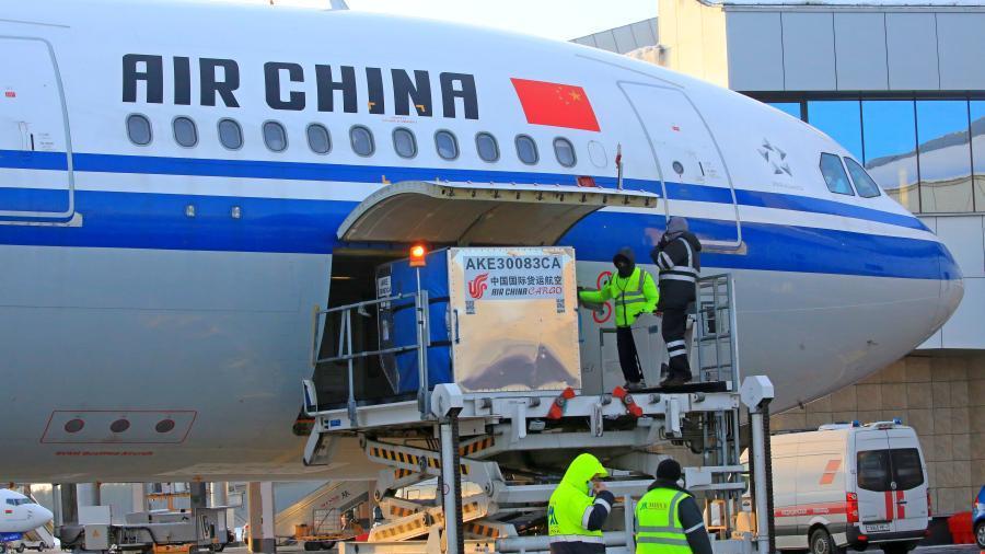 中国援助白俄罗斯新冠疫苗运抵明斯克