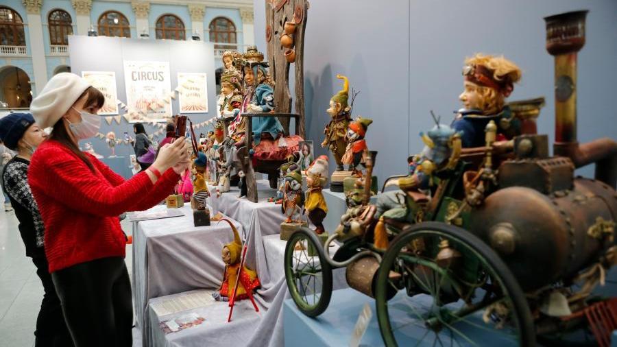 莫斯科举办玩偶艺术展