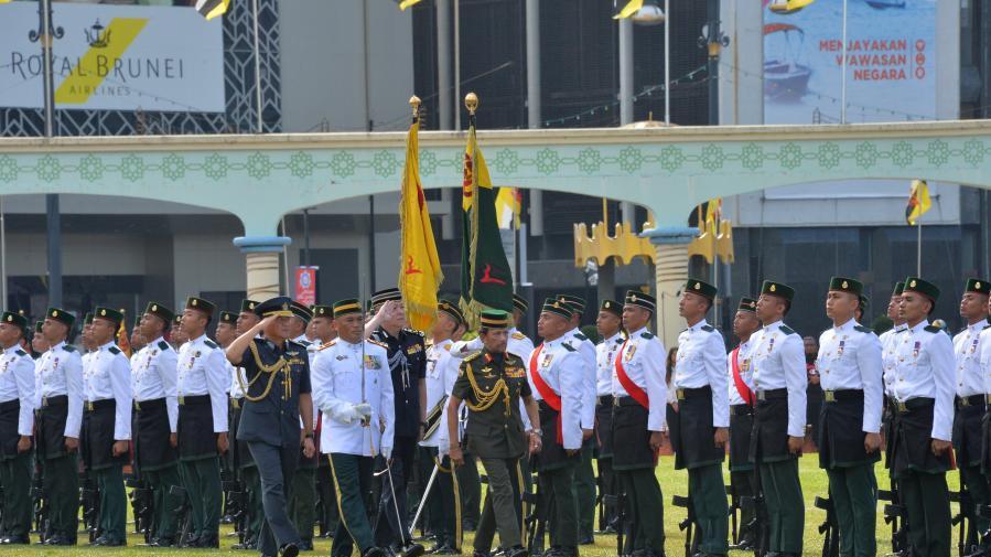 文莱举行阅兵游行活动庆祝建国37周年