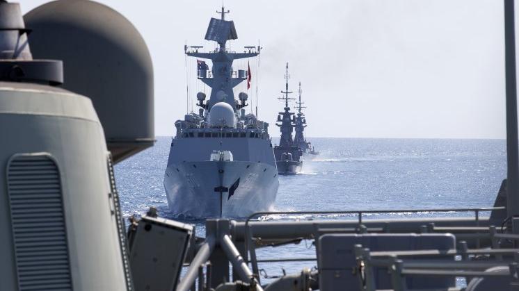 俄媒:中新海军举行海上联演