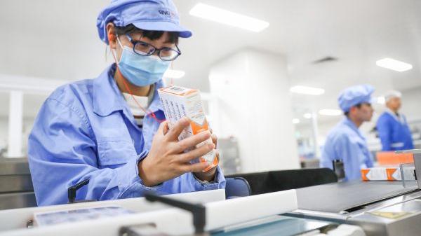 外媒关注:中国加速疫苗生产助力全球抗疫