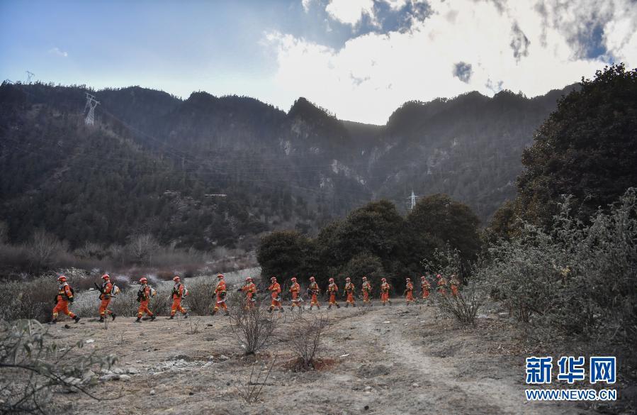2月26日,西藏林芝市森林消防支队指战员在林区进行消防演练。2021年进入防火紧要期以来,西藏林芝市森林消防支队扎实开展全员全要素实装拉动演练,全力做好扑救森林火灾各项准备。新华社记者 晋美多吉 摄14
