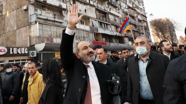 亚美尼亚国内对立加剧 普京呼吁各方保持克制