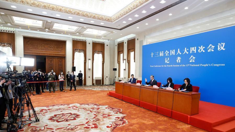 王毅评价2020年中国外交