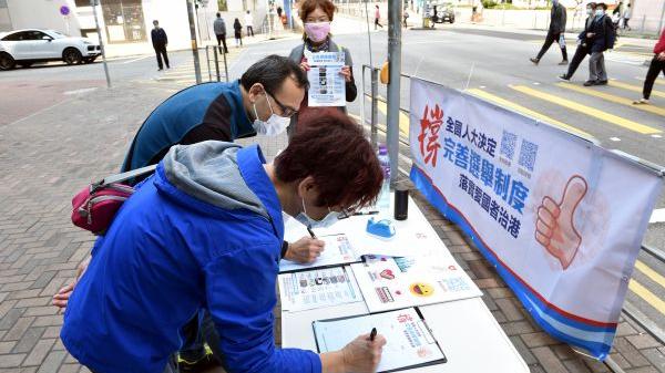 """中国痛批西方""""颠倒黑白""""干预香港"""