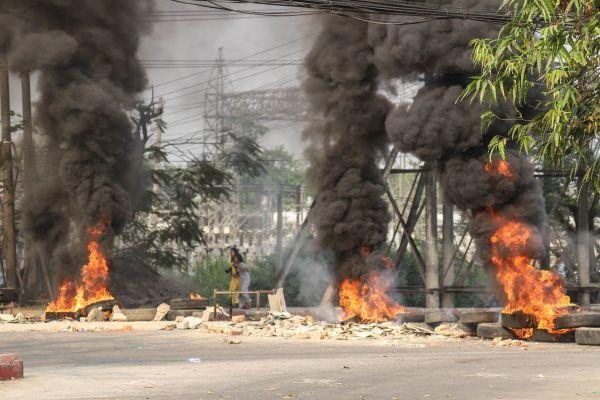 當地時間2021年3月14日,根據緬甸國家管理委員會發布的消息,位于仰光萊達雅和瑞必達兩個鎮區的部分工廠當天遭縱火。(人民視覺)