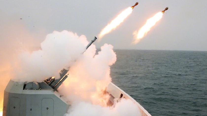 舰炮齐鸣!看东部战区海军驱逐舰实战演练